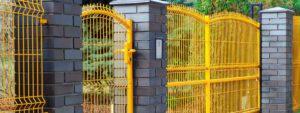 żółte ogrodzenie panelowe