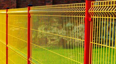żółto pomarańczowe ogrodzenie panelowe