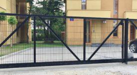 brama wjazdowa z paneli