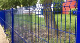 niebieskie ogrodzenie panelowe