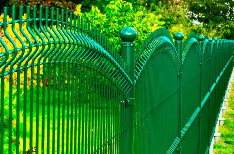zielone ogrodzenie panelowe